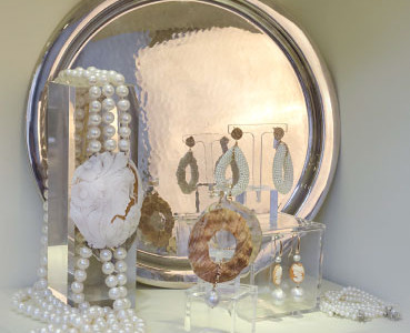 Necklace of freshwater pearls with cameo and silver earrings with freshwater pearls and shells, silver tray.