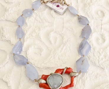 Necklace chalcedony, aquamarine and coral.