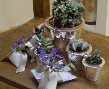 Favor: natural linen sachet containing confetti, and made with satin and lavender. Jars with silver succulents.