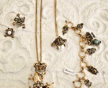 Chain with pendant with 18 carat gold plating and semi precious stones, bracelets with charms with 18 carat gold plating.